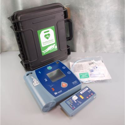 Laerdal Heartstart FR2+ AED Defibrillator, Battery (84%), 1 Pack of NEW Electrodes & NEW Robust Carry Case
