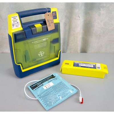 Cardiac Science G3 Semi Automatic AED Defibrillator with Battery (86%) & 1NEW Pack of Electrodes