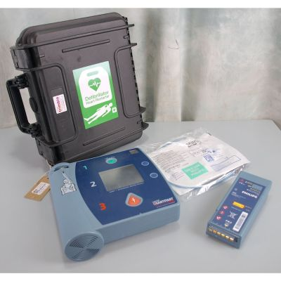 Laerdal Heartstart FR2 AED Defibrillator with battery (41%), 1 pack of NEW electrodes & NEW Robust Carry Case