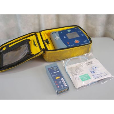 Laerdal Heartstart FR2+ AED Defibrillator with Battery (51%), 1 NEW Pack of Electrodes & Carry Bag