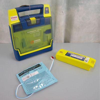 Cardiac Science G3 Semi Automatic AED Defibrillator with Battery (48%) & 1NEW Pack of Electrodes