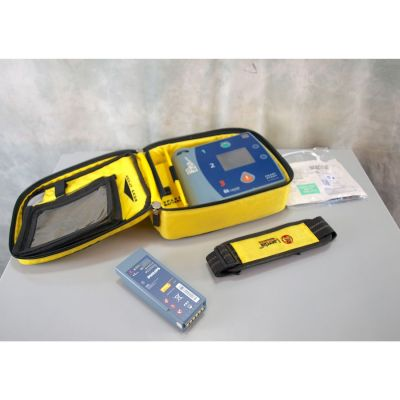 Laerdal Heartstart FR2+ AED Defibrillator with Battery (76%), 1 NEW Pack of Electrodes & Carry Bag