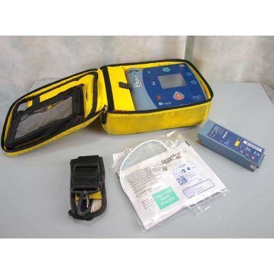 Laerdal Heartstart FR2+ AED Defibrillator with Battery (97%), 1 NEW Pack of Electrodes & Carry Bag