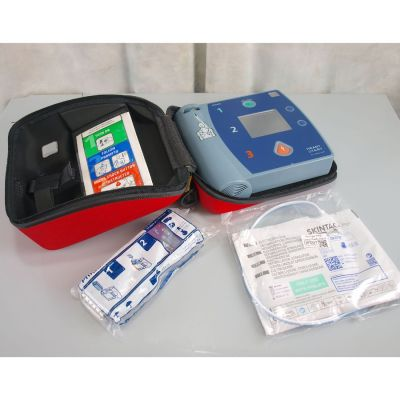 Philips Heartstart FR2+ AED Defibrillator with NEW Battery (100%), 1 Pack of NEW Electrodes & Carry Case