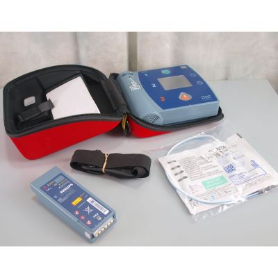 Philips Heartstart FR2+ AED Defibrillator, with Battery (100%), 1 Pack of NEW Electrodes & Carry Case