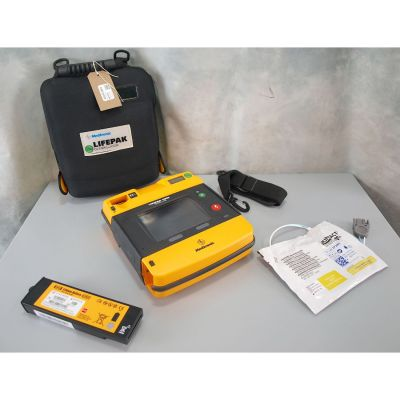Physio Control Medtronic LifePak 1000 with Battery (75%) & 1 Pack of NEW Electrodes & Carry Case