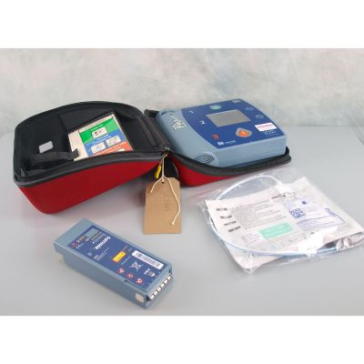 Laerdal Heartstart FR2+ AED Defibrillator with Battery (56%), 1 NEW Pack of Electrodes & Carry Bag