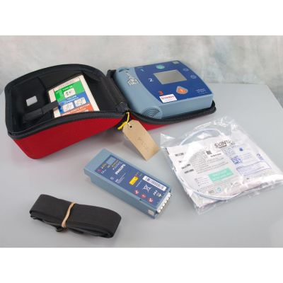 Philips Heartstart FR2+ AED Defibrillator with  Battery (76%), 1 NEW Pack of Electrodes & Carry Bag