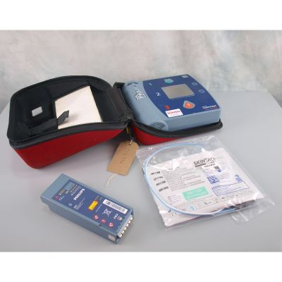 Laerdal Heartstart FR2 AED Defibrillator with battery(55%), 1 pack of NEW electrodes &  Carry Case