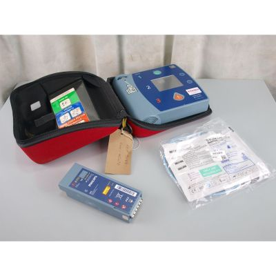Philips Heartstart FR2+ AED Defibrillator, with  Battery (66%), 1 Pack of NEW Electrodes & Carry Case