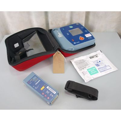 Laerdal Heartstart FR2+ AED Defibrillator with Battery (77%), 1 NEW Pack of Electrodes & Carry Bag