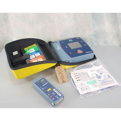 Laerdal Heartstart FR2 AED Defibrillator with battery(54%), 1 pack of NEW electrodes &  Carry Case